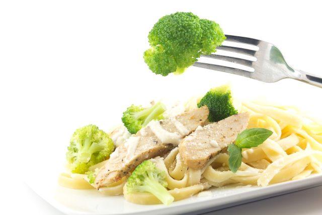 chicken and broccoli alfredo